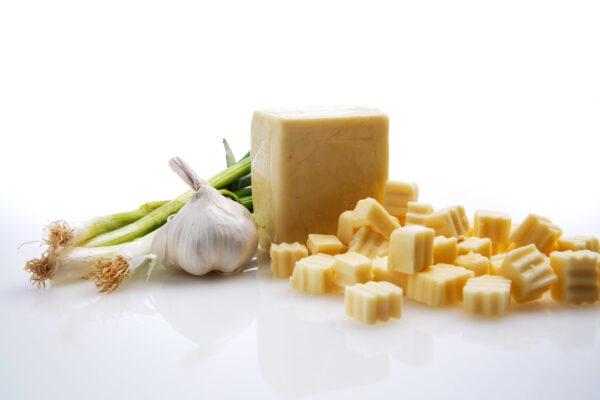 Onion and Garlic White Cheddar-0